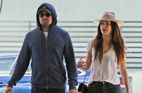 Leo DiCaprio Spotted Strolling Arm In With 20 Year Old Girlfriend