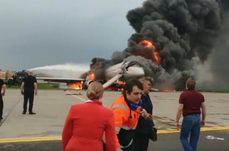 «Շերեմետևո» օդանավակայանում SSJ-100 ինքնաթիռի հրդեհի առաջին րոպեներին արված ևս մեկ տեսանյութ